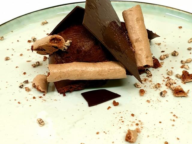 L'Aubépine Concorde: mousse chocolat Mexique 66% meringue et grué de cacao