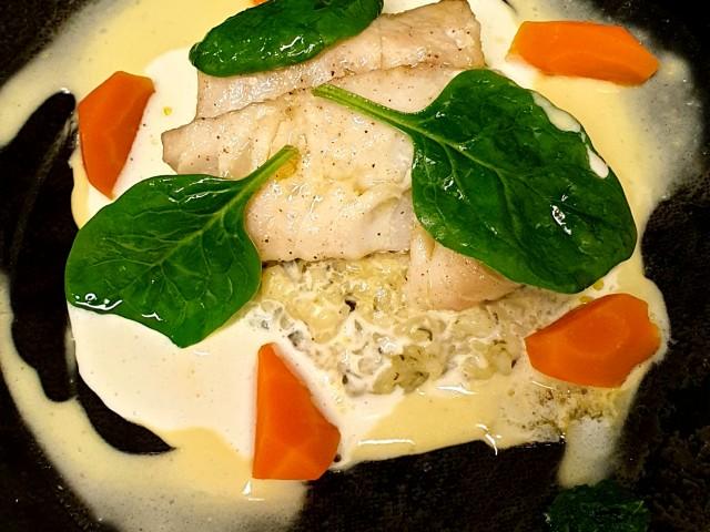 L'Aubépine Poisson de retour de criée en risotto de tétragone sauce coco-curry